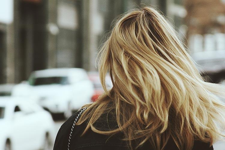 Светлые густые волосы